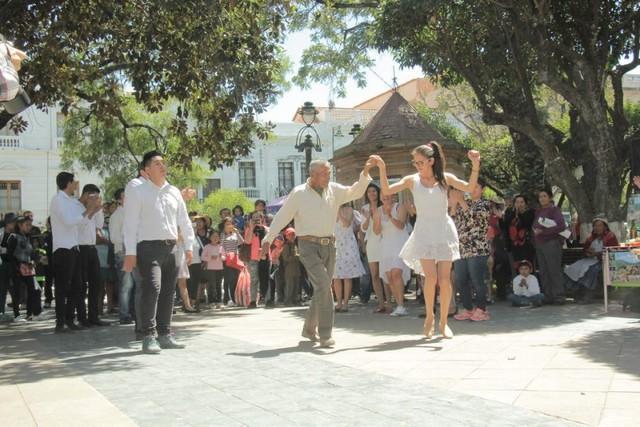Residentes promocionan la Navidad de Sopachuy