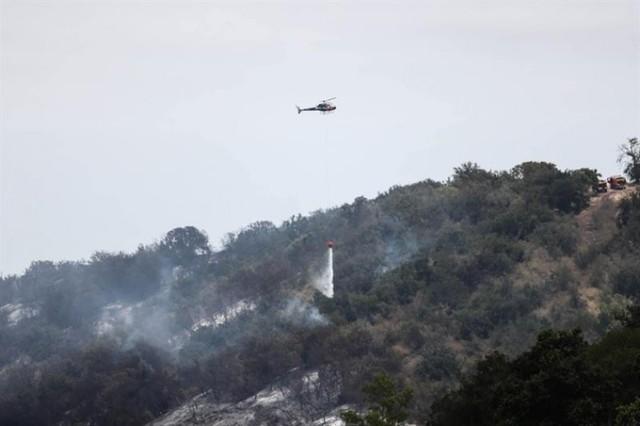 El centro de Chile batalla contra el fuego mientras se recupera entre cenizas