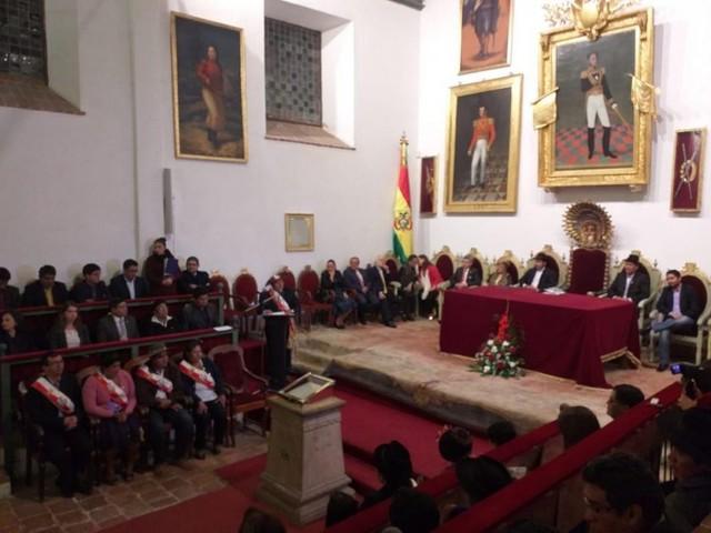 Miembros de la CIDH reciben medalla Juana Azurduy de Padilla