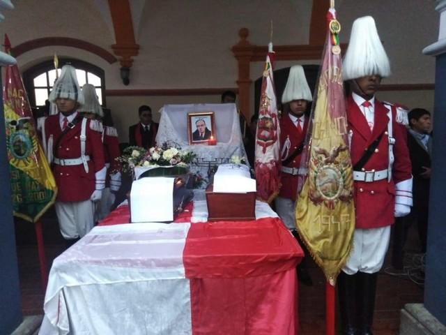 Potosí recibe los restos del escritor Carlos Medinaceli