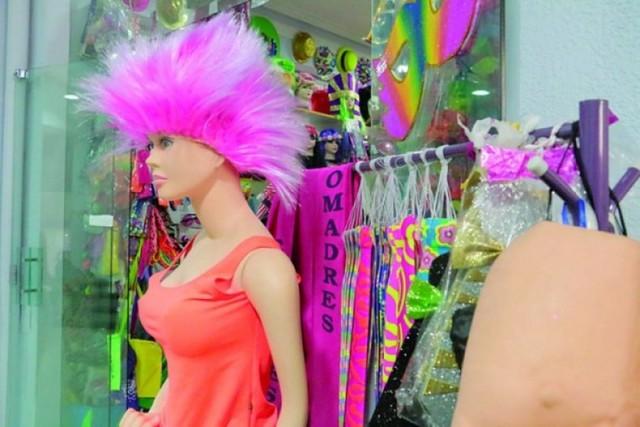 Prohibición de strippers en Jueves de Comadres desata debate sobre machismo