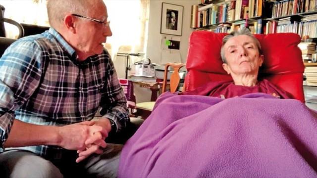 Hombre ayuda a morir a su cónyuge desahuciada
