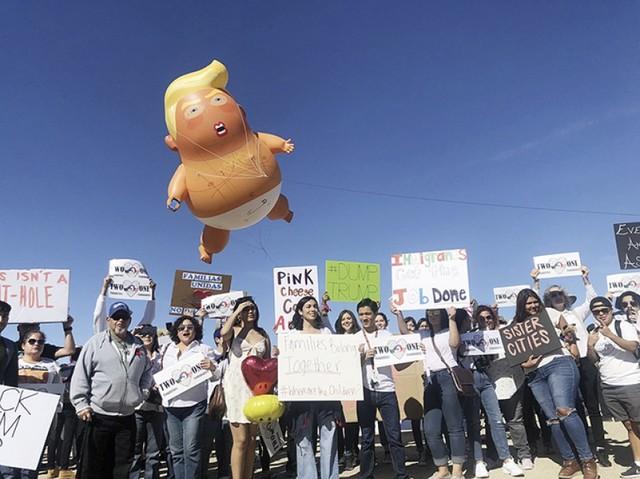 Trump: EEUU está lleno, no más pedidos de asilo