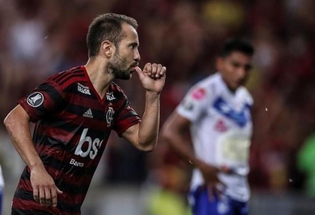 Flamengo asume liderato a costa de San José con un 6-1