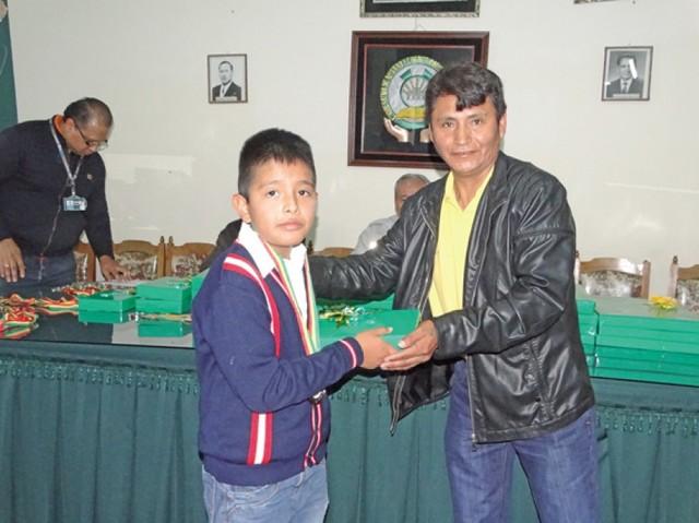 12 de Abril encontró a los niños en medio de festejos y trabajo