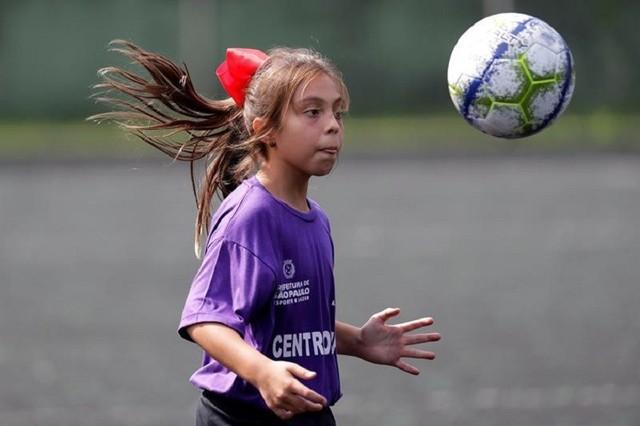 Nati, la primera brasileña que regatea a los chicos