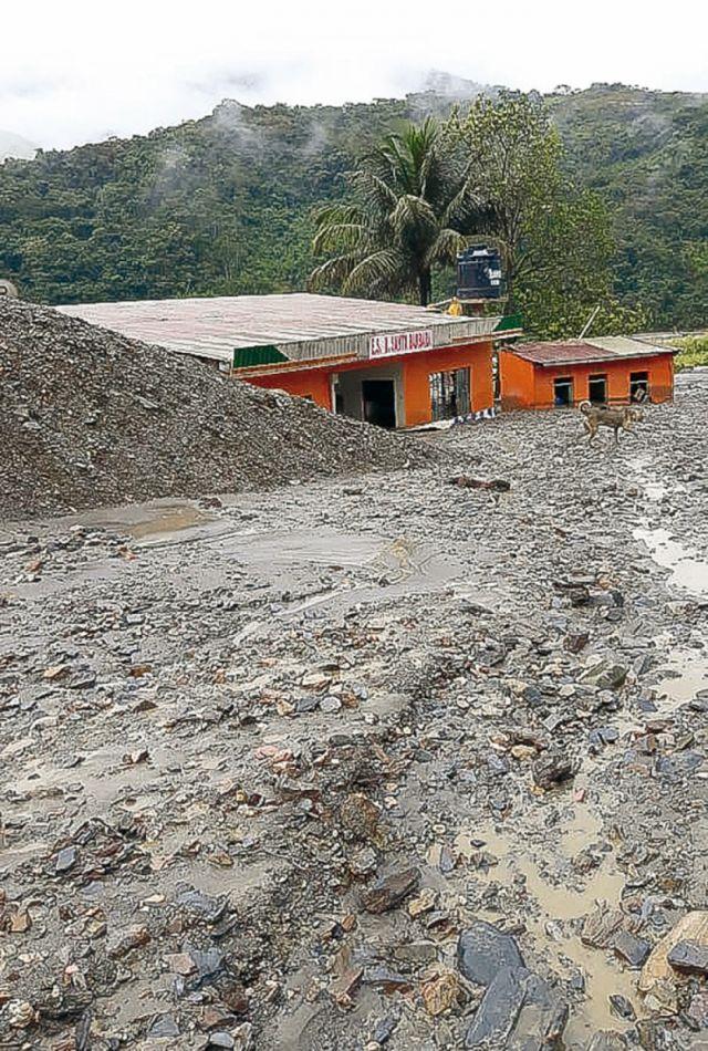 Cierran carreteras debido por mazamorra y lluvias