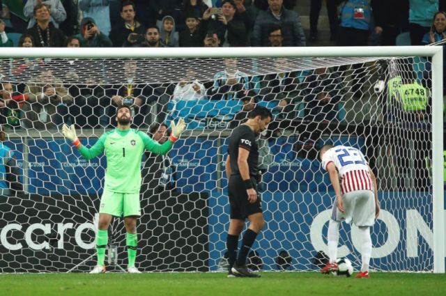 Brasil se impone en los penales a Paraguay y avanza a semifinales