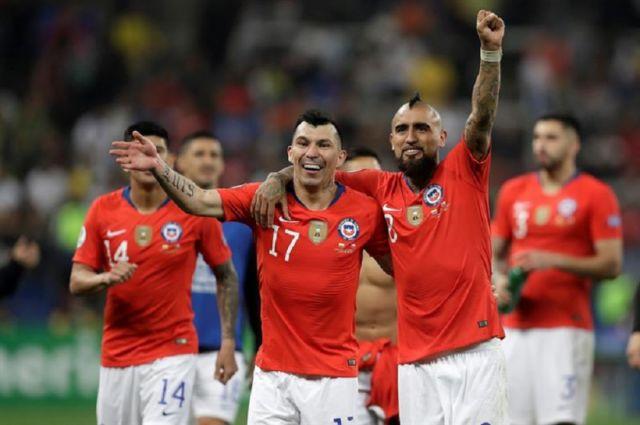 Chile supera a Colombia y sigue en busca de revalidar su corona