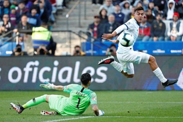 Argentina gana el premio consuelo al vencer 2-1 a Chile