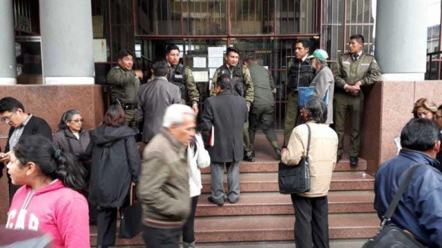 Denuncian paralización de causas en La Paz por viaje de jueces