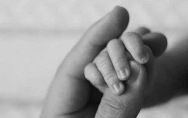 Bebé  nace con el cráneo y cerebro incompletos