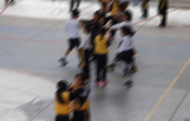Una profesora golpeaba  a estudiantes con un palo