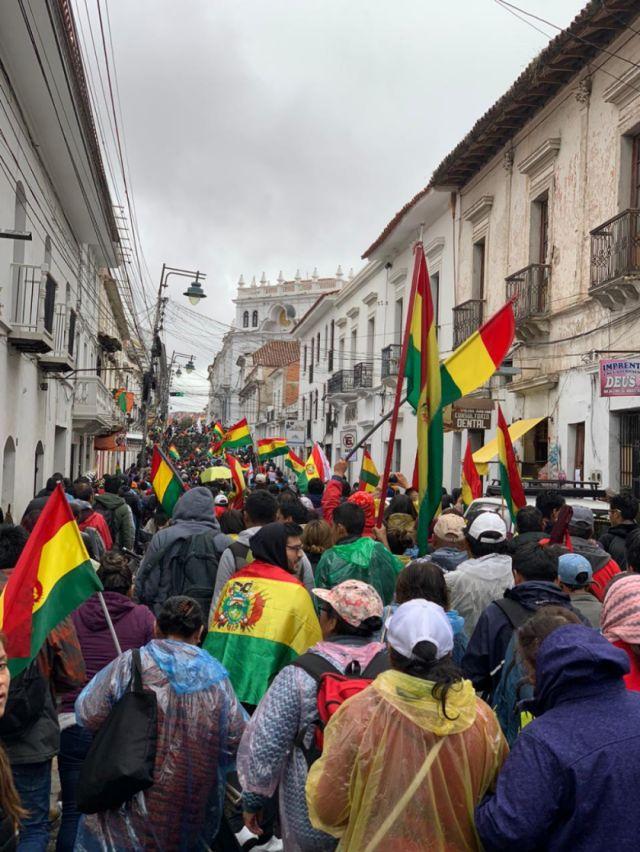 Festejo en Sucre y el país tras renuncias de Evo y Álvaro - Correo del Sur
