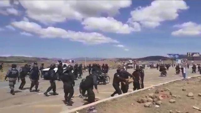 """Sucre: Policía activa plan """"carretera segura"""" para despejar ruta al aeropuerto - Correo del Sur"""