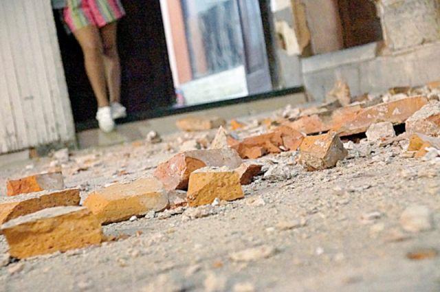 Caída de parapeto hiere a dos niñas de 4 y 8 años