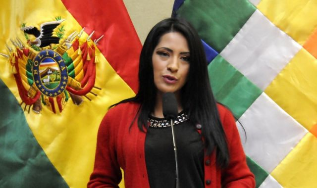 Fiscalía rechaza querella contra exministra Alanoca y cierra caso Bombas  molotov