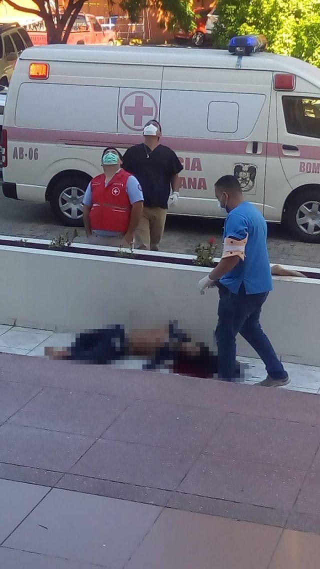 Una pareja cae del piso 12 de un edificio de Santa Cruz