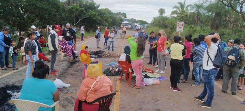 Santa Cruz: Ayoreos bloquean carreteras y exigen al TED que reconozca a su asambleísta