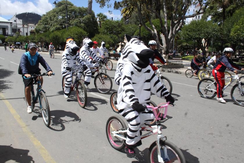 Muchos aprovecharon para subirse a la bicicleta. Foto: Enrique Quintanilla