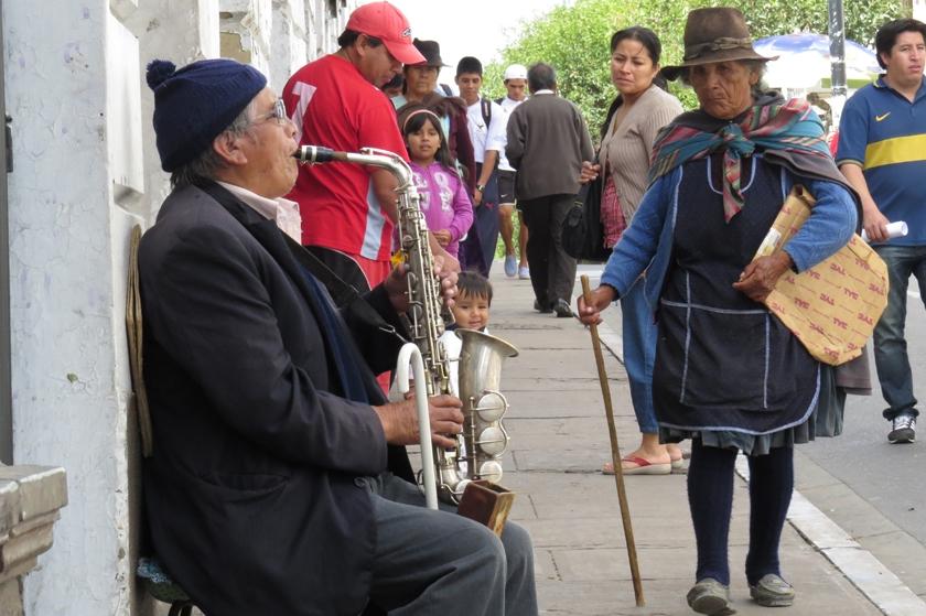 Otros prefirieron caminar. Foto: Enrique Quintanilla