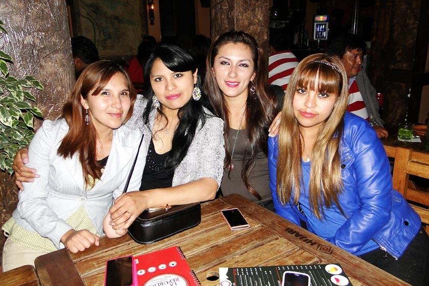 Ariadna Enríquez, Karina Choqueticlla, Ana Valdez e Isabel Mamani.