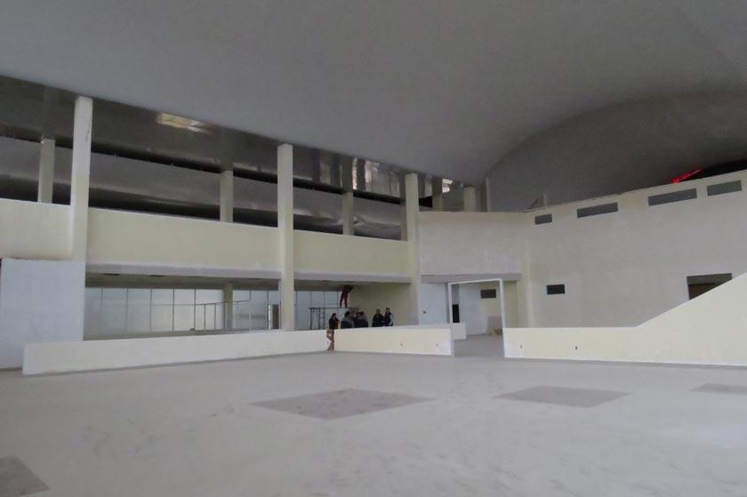 INSPECCIÓN. La sala de preembarque tendrá una capacidad para 300 asientos