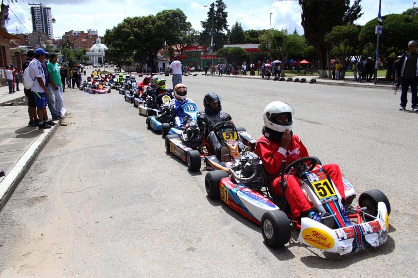 Los pilotos de Sucre brillaron en la competencia realizada en el circuito callejero de la ex estación Aniceto Arce