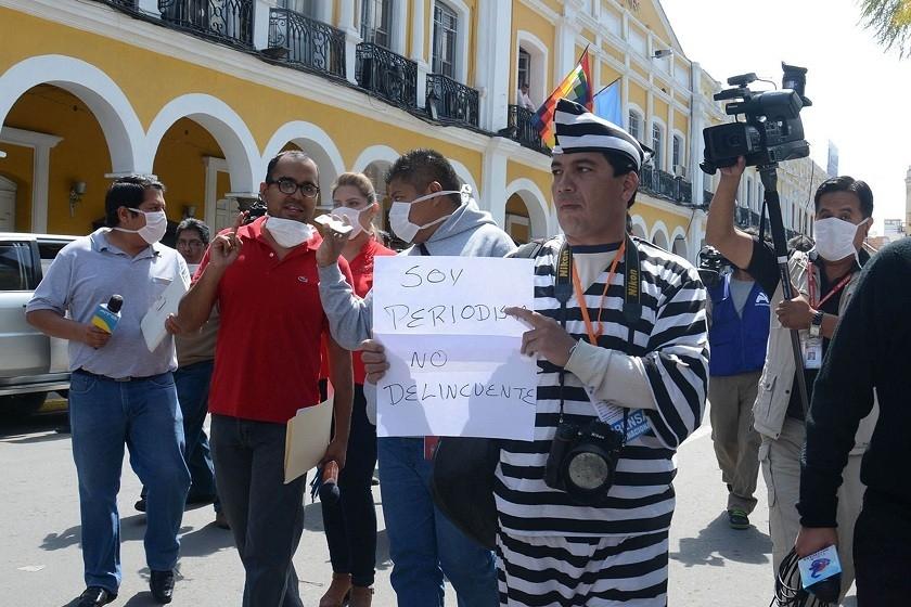 Periodistas de Cochabamba durante su protesta de este martes. Foto: APG