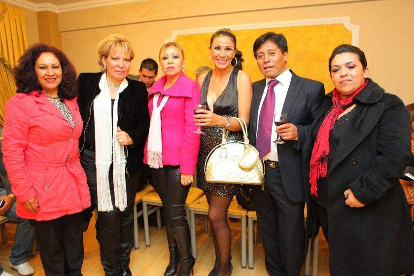 Susy de Lagrava, Sonia Avilés, Joinet Chavare, Carla Molina, John Pacheco y Ximena Siles