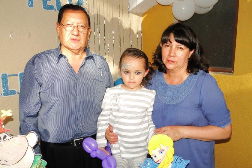 Germán Carmona, Valentina Almendras Barrero y Joyce de Carmona