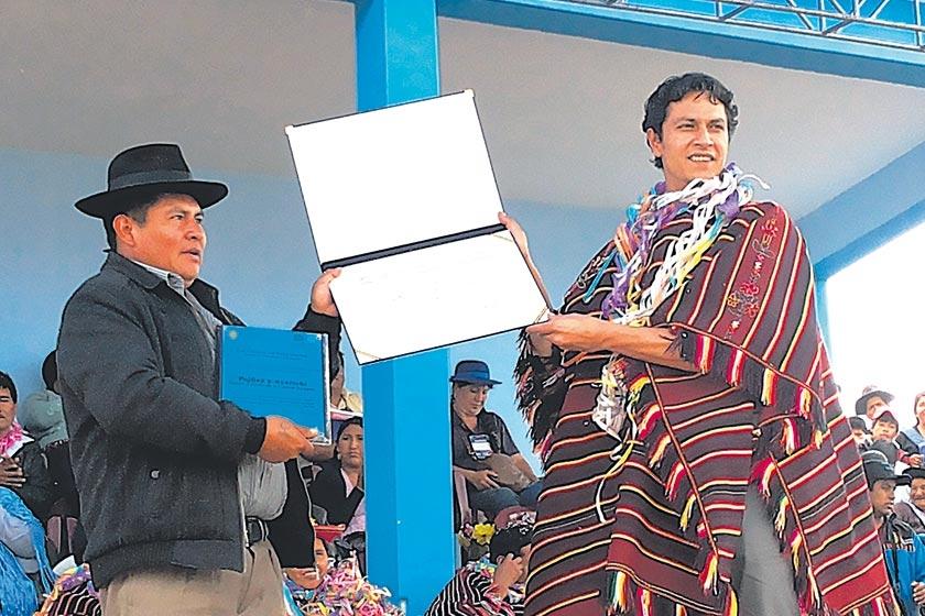 UNESCO. El ministro de Culturas y Turismo, Marko Machicao, entregó copias del título a las autoridades municipales