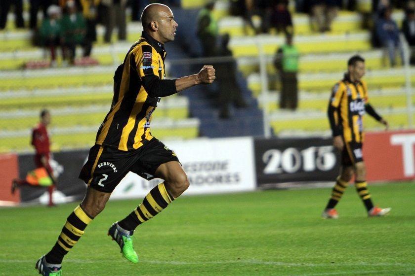 Centurión celebra el primer gol del cuadro aurinegro. Foto: APG