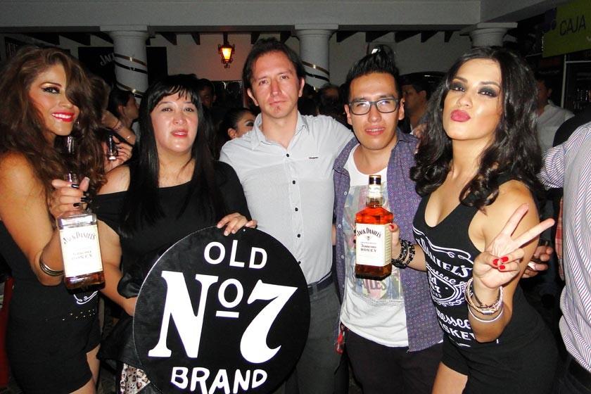 Cassandra Barahona, Laura Mendoza, Germán Orsolini, Marco García y Luciana Lazo