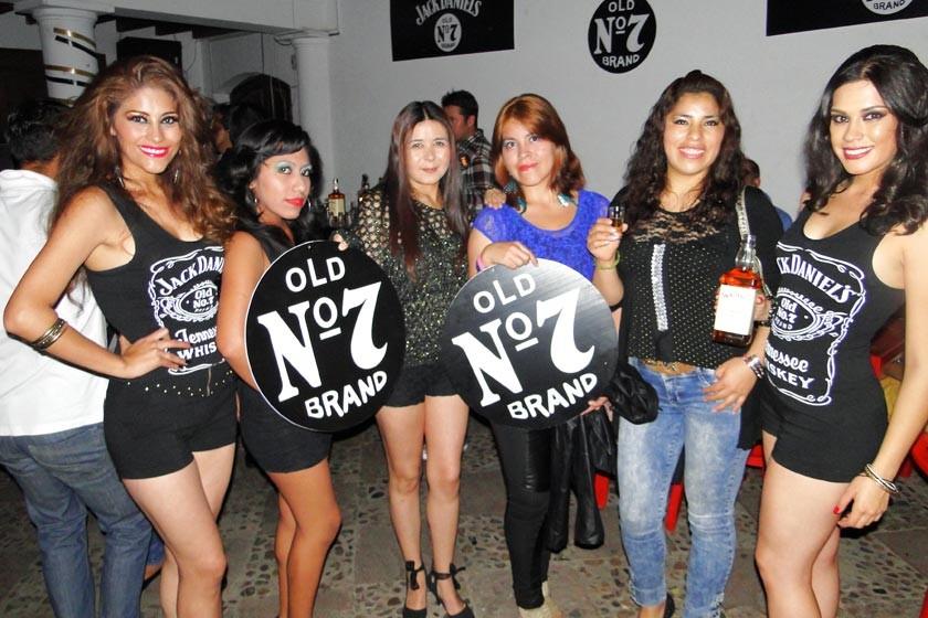 Cassandra, Alejandra, Fernanda, Leticia, Nancy y Luciana