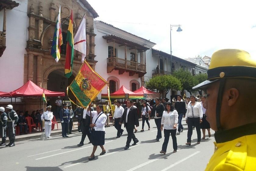 El desfile cívico se realiza en la Capital del país. Foto: CORREO DEL SUR