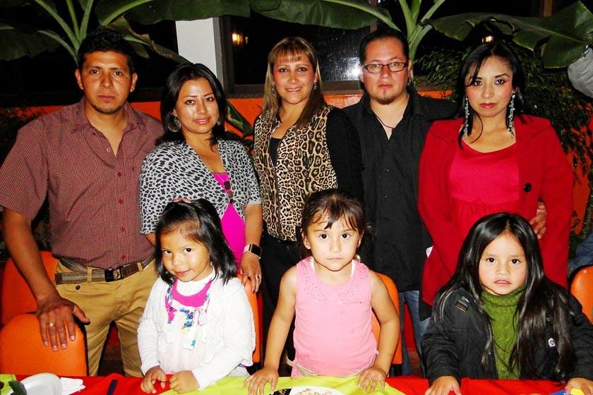 Arriba: Gustavo Paz, Patricia Huarita, Pamela Rengel, Miguel Odian y Rocío Martínez.