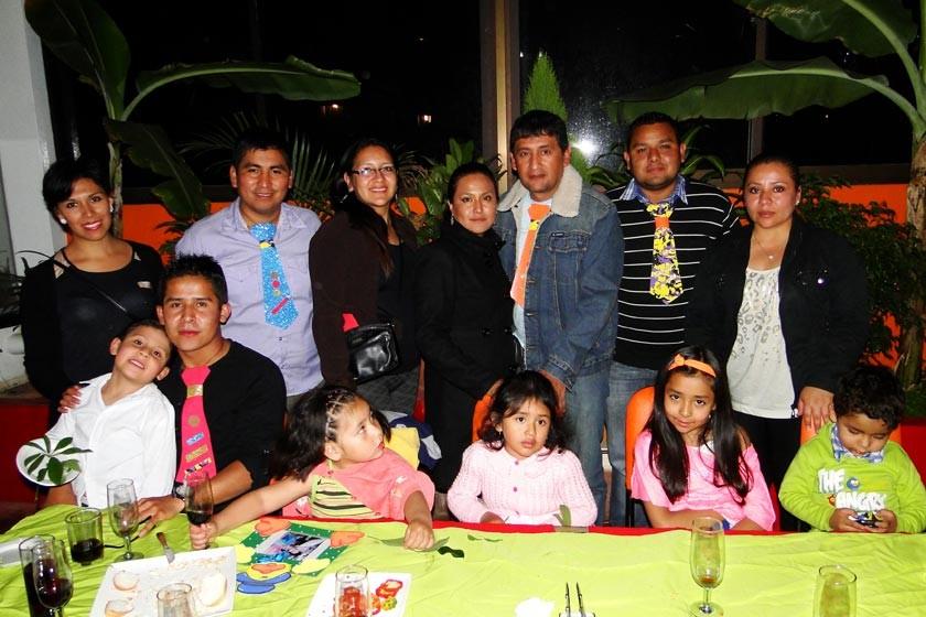 Arriba: Paola Azurduy, Víctor Hugo Segovia, Fabiola Salas, Carol Castro, Jorge Ugarte, Juan Pablo Mostacedo y Jacqueline