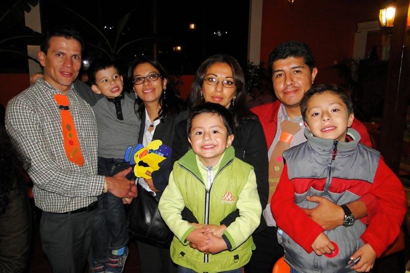 Roberto Pinedo, Alejandro Pinedo, Carola Vilar, Maykol Díaz, Elga Balderrama, Jhonatan Díaz y Jhonny Díaz.