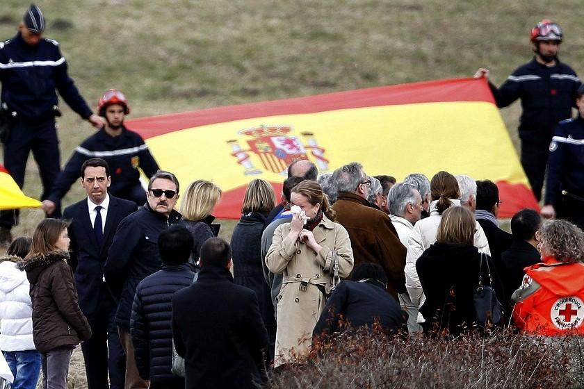 Los familiares visitaron las cercanías del lugar del accidente. Foto: EFE
