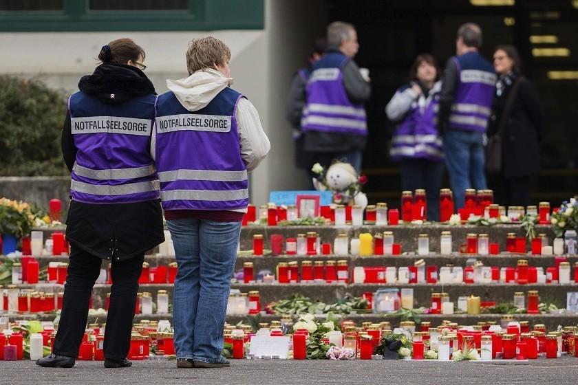 El homenaje en memoria de las víctimas del vuelo 4U 9525 de Germanwings. Foto: EFE