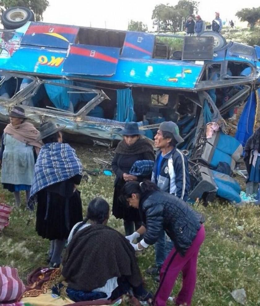 Así quedó el autobús que se volcó en La Ciénega. Foto: Gentileza