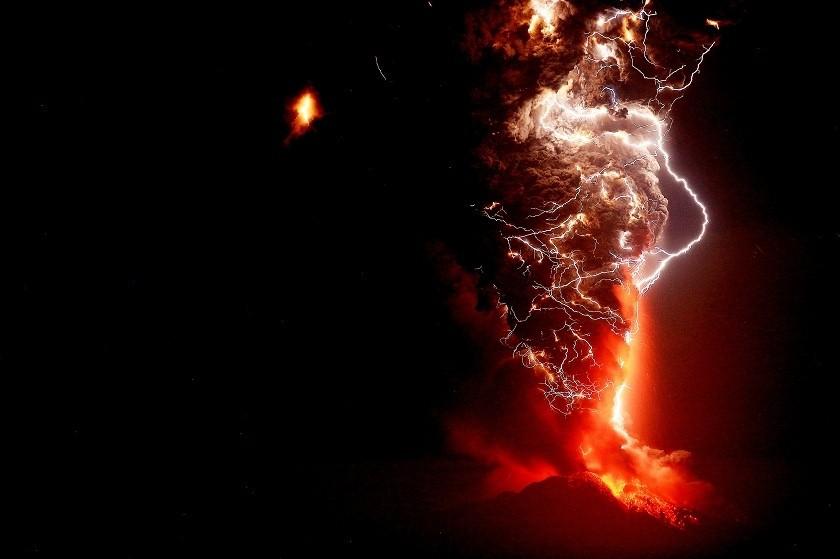 La erupción del volcán obligó a evacuar a miles de personas. Fotos: EFE