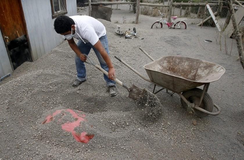 El poblado de Ensenada quedó cubierto de cenizas vocánicas. Fotos: EFE