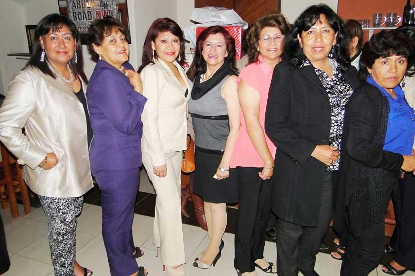 Silvia Zeballos, Carmen Valda, Rosario Córdova, Vilma Sanabria Lucy Alba, Bernardina Curcuy  y Delia Daza.