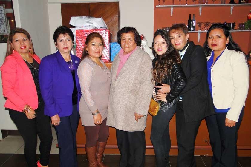 Patricia Montero, Lourdes Romero, Sandra Picha, Aurora Rossells, Any Álvarez, Patricia Salazar  y Placida Rodas.