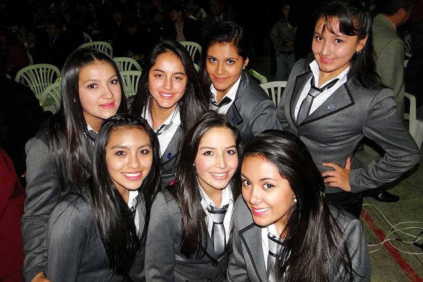 Arriba: Valeria miranda, Cecilia Arce, Katherine Coria y Rebeca Arroyo. Abajo: Jhoseline Díaz, Nicole Chavarría