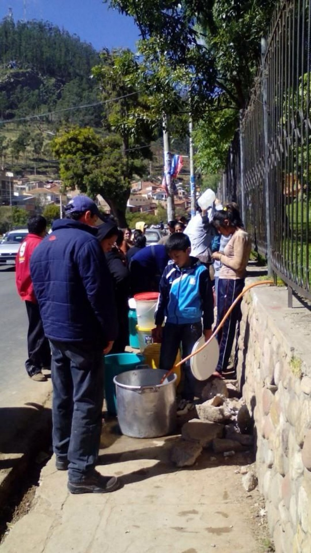 El corte del servicio de agua potable afecta a toda la ciudad. Fotos: Antonio Cortés y Gentileza