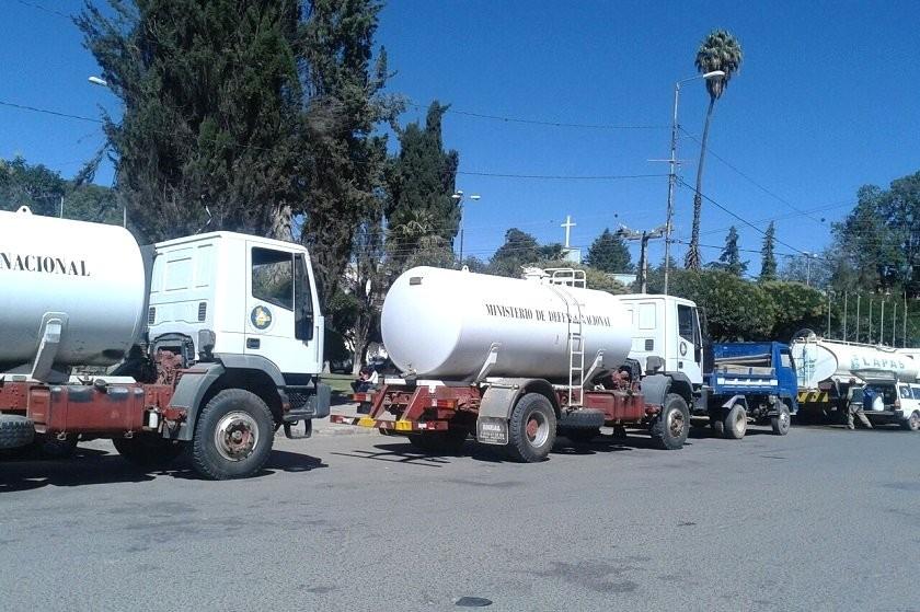 Cisternas distribuyen agua a las zonas altas de Sucre. Foto: CORREO DEL SUR