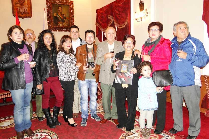 Graciela Olivares junto a su familia.